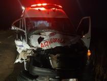 Acidente entre trator e ambulância mata jovem de 20 anos na BR-060, em Paraíso das Águas