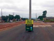 No meio da rua tinha um poste: obra em Campo Grande intriga moradores