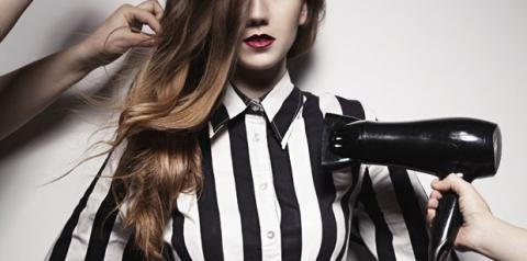 Cinco maneiras de combater o frizz do seu cabelo de uma vez por todas