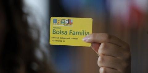 Com 2 carros na garagem e renda de R$ 4 mil, família recebia Bolsa Família em MS