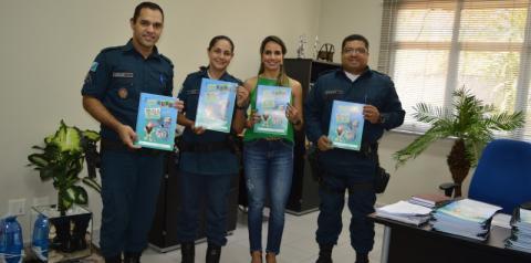 PM recebe doação de livros do MPE para aplicação do Proerd em Coxim e Alcinópolis