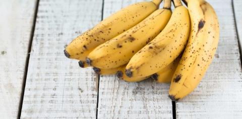 Não jogue fora! Quatro formas de aproveitar as bananas muito maduras