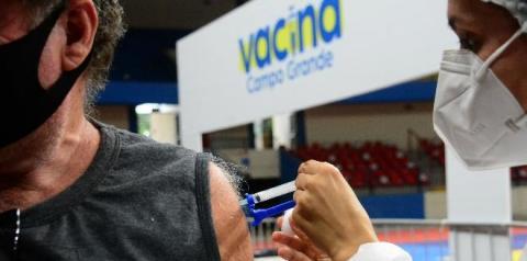 A cada 10 sul-mato-grossenses, 3 estão totalmente imunizados contra a Covid-19 Líder em vacinação nacional,