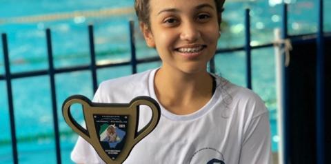 Honrando a equipe de Costa Rica, Gabrielly Yane volta com 4 ouros e índices para o campeonato brasileiro de natação
