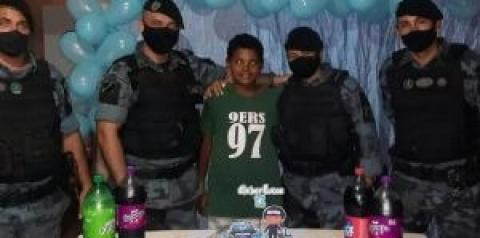 Policia Militar em Coxim surpreende jovem fã no dia do aniversário