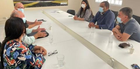 Prefeito de Figueirão se reúne com Rose Modesto em busca de casas populares e investimentos em escolas