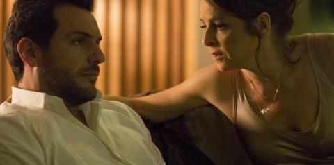 Verdades Secretas: Últimos capítulos: Alex diz que Carolina tem mau hálito