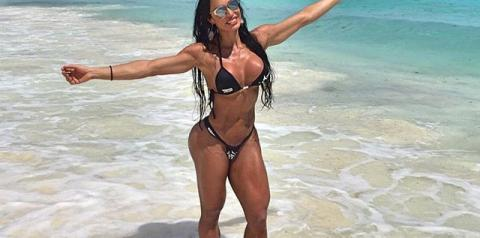 Gracyanne Barbosa exibe corpo sarado em Cancún