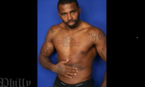Boxeador pai de dez filhos alega ter sido drogado ao participar de filme gay