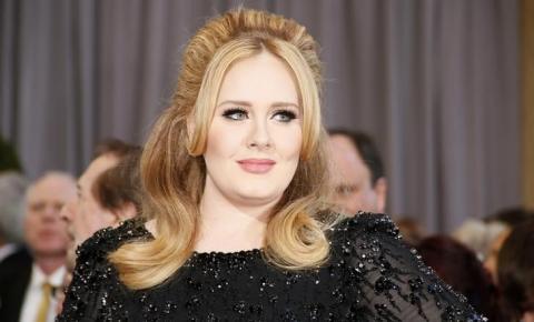 Adele anuncia turnê de shows em 2016