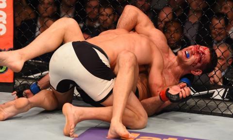 Luke Rockhold massacra Weidman e conquista cinturão dos médios do UFC