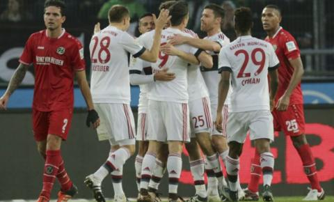 Gol de Müller dá grande vantagem ao Bayern na pausa de inverno