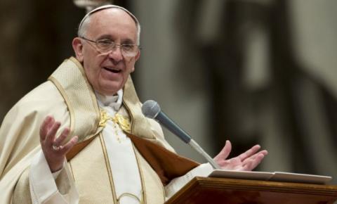 Papa pede por combate a rio de miséria no mundo