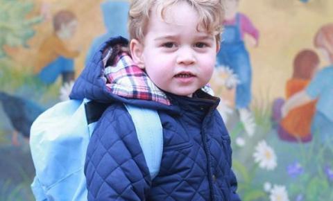 Príncipe George vai à escola pela primeira vez