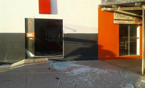 Bandidos explodem caixa eletrônico dentro de banco em MS
