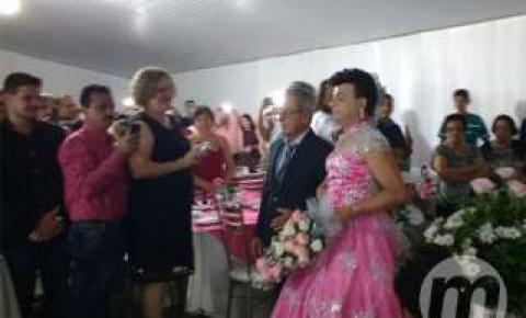 Vereador de MS 'afronta' preconceito e casa de vestido rosa