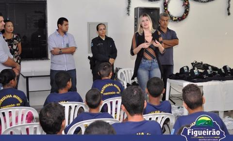 Polícia Militar e Prefeitura Municipal entregam fardamento aos alunos do Projeto Patrulha Mirim