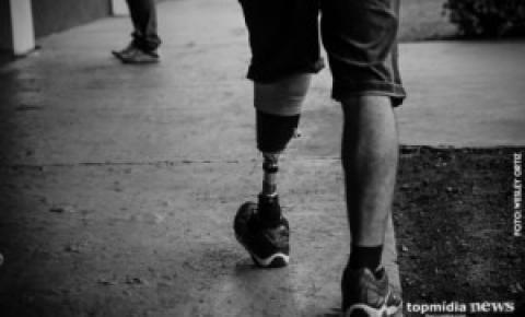 Após acidente, campo-grandense cria projeto e ajuda pessoas que perderam a perna no Estado