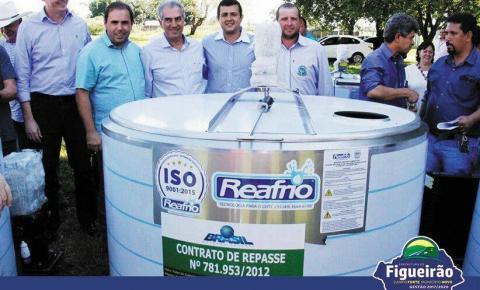 Comunidade de Santa Tereza recebe resfriador de leite da AGRAER