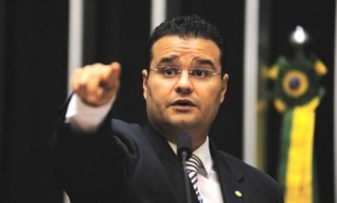 Trânsito 17/03/2018 10:30 Fábio Trad anuncia projeto para anular mudanças na renovação de CNH