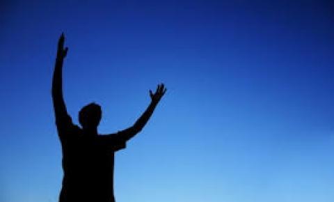 EUA: Escola pública terá de pagar multa após pastor orar em evento