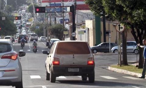 Começa a valer lei autorizando parcelamento de multas de trânsito