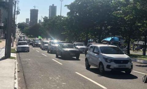 Em manifestação pró-Bolsonaro, eleitores fazem carreata e adesivagem na Afonso Pena