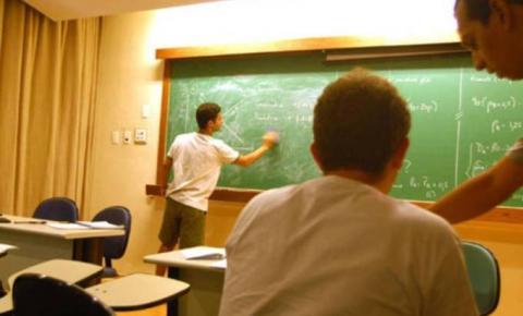 MEC pode abrir caminho para que universidades passem a cobrar mensalidade