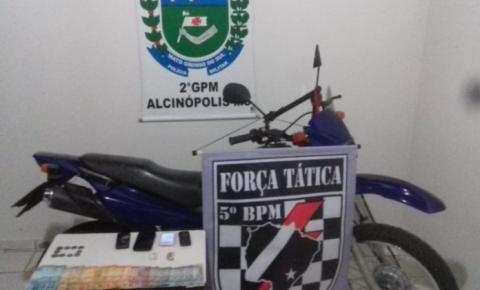 Equipe de Força Tática e PM de Alcinópolis fecha local de venda de drogas em Alcinópolis