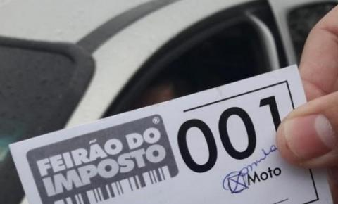 Dia sem tributo terá gasolina a R$ 2,80 e remédio vendido pela metade do preço