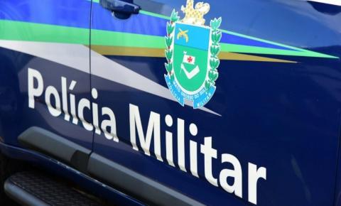 Em Alcinópolis, homem tenta fugir da PM, joga carro contra viatura e acaba preso com capuz, munições e punhal após tiro de fuzil no pneu