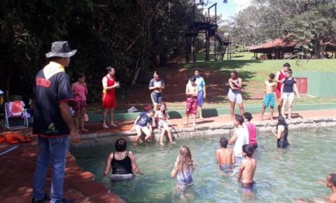 Corpo de Bombeiros de Costa Rica orienta jovens e crianças do Clube Desbravadores sobre risco de acidentes aquáticos