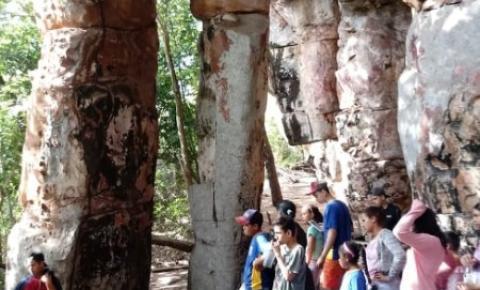 Escola Municipal Antônio Sandim de Rezende, da cidade de Terenos realiza Dia de Campo em sítios arqueológicos do município de Alcinópolis-MS
