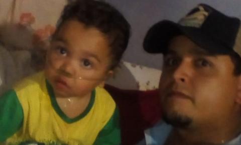 Pai largou emprego para cuidar do filho com doença grave e precisa de ajuda