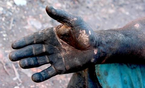 Trabalhador foge de carvoaria em MS onde foi mantido como escravo