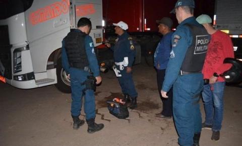 Grupo fortemente armado rende motorista e seguranças para roubar carga de agrotóxicos em Coxim