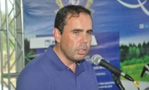 Produtor de leite precisa de menos legislação e mais valorização, afirma prefeito
