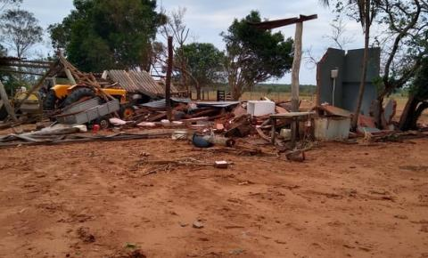 Vendaval de aproximadamente 10 minutos deixa rastro de destruição em fazendas em Alcinópolis MS