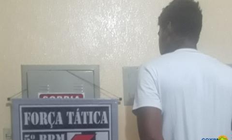 Força Tática prende em fazenda suspeito de cravar faca na testa de jovem em Coxim