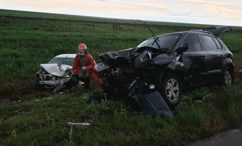 Batida entre dois carros deixa um homem morto em Costa Rica A fatalidade aconteceu no final da tarde desta quinta-feira, na BR-359