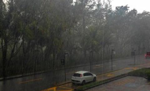 Chuva foi 'menos intensa' que o previsto, diz Prefeitura do Rio