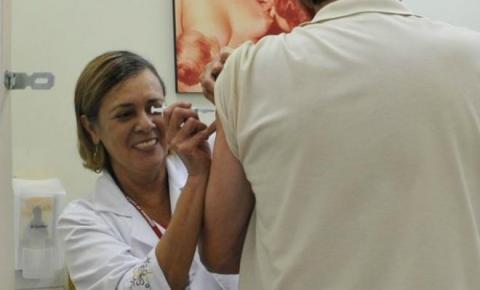 Idosos e profissionais da saúde já podem se vacinar contra a gripe
