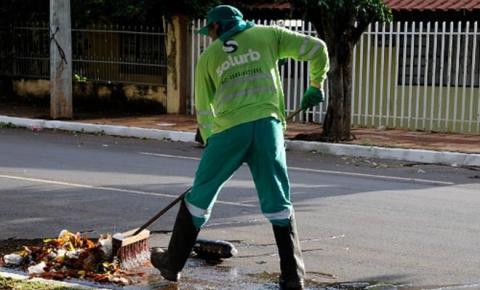 Nova lei obriga prefeituras a cobrar taxa de limpeza e até para poda de árvores