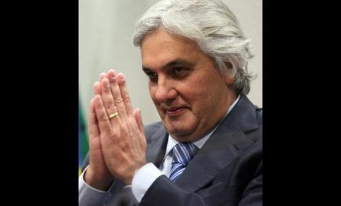 Três dias após alta, ex-senador Delcídio volta para o hospital