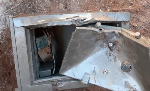 Catadores acham mais de R$ 35 mil em cofre descartado pela Polícia
