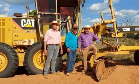 Prefeito Dalmy esteve essa semana acompanhando os trabalhos da Secretaria Municipal de Obras na zona rural