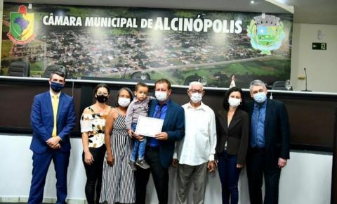 Em diplomação, Dalmy destaca o investimento de R$700 mil em reforma de casas e mais R$ 2 milhões para asfalto em Alcinópolis
