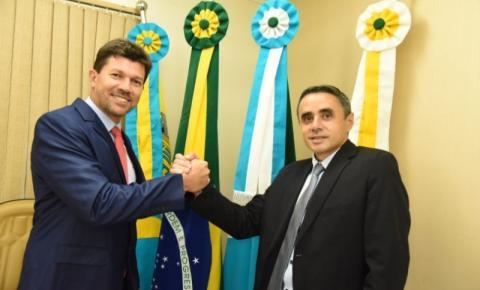 Costarriquense de coração, delegado Cleverson é empossado em Costa Rica ao lado do vice Roni Cota e vereadores