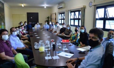 Prefeito de Costa Rica se reúne com médicos da Fundação Hospitalar e do programa Mais Médicos