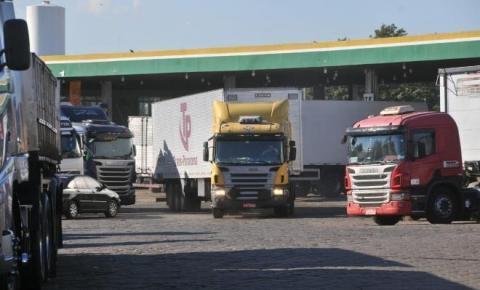 Caminhoneiros marcam paralisação para 1º de fevereiro contra alta no diesel